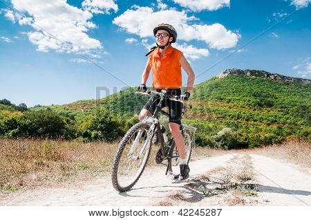 Person riding a mountiain bike on a slope