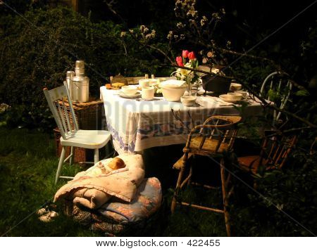 whimsical outdoor Picknick