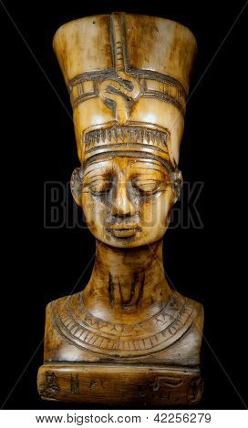 bust of Queen Nefertiti on the black background