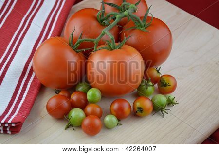 Tomatoes and a red kitchen towel