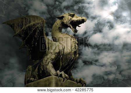 Dragón en piedra