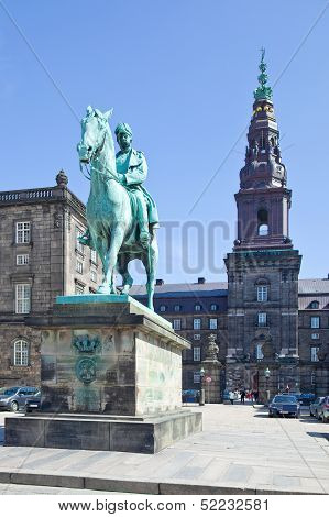 Monument Of King Christian Ix