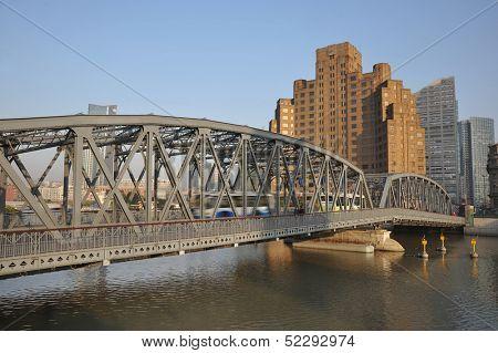 Shanghai Bund medieval garden bridge