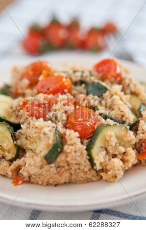 couscous with fresh zucchinis and tomatoes