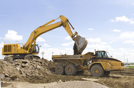 pic of dump_truck  - A hoe filling up a dump truck - JPG