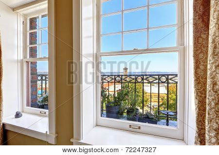 Apartment With City View. Tacoma Real Estate, Wa