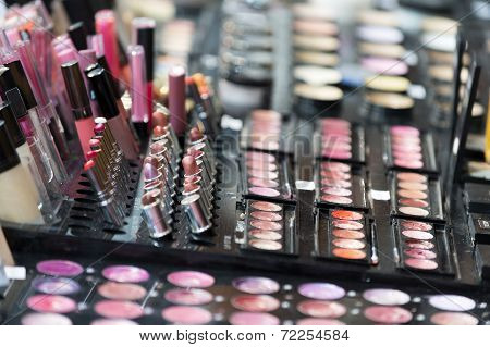 Make-up palette with lipstick