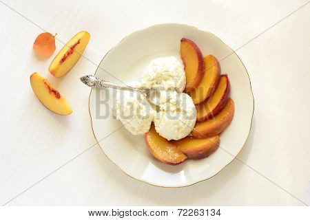 Roasted peaches with honey and cream cheese