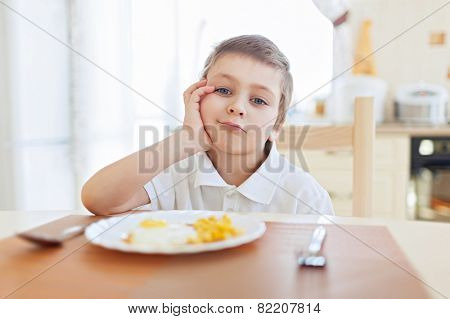 Boy don't want to eat his breakfast