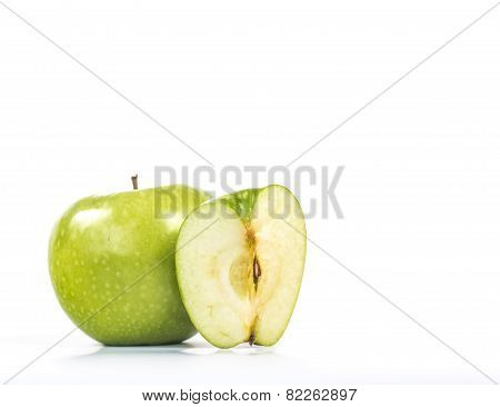 Green apple with one cuted on quarter