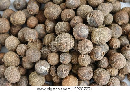 Dry seeds of allspice