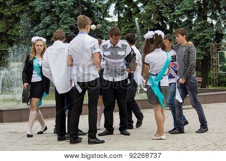 Makeevka, Ukraine - May 29, 2015: Group Of Graduates Near The Fountain.