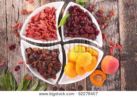 goji berry, cranberry,raisin and apricot
