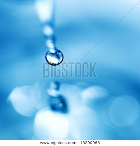 Falling water drop (shallow DoF)