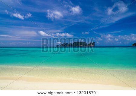 Divine Coastline Vacation Wallpaper