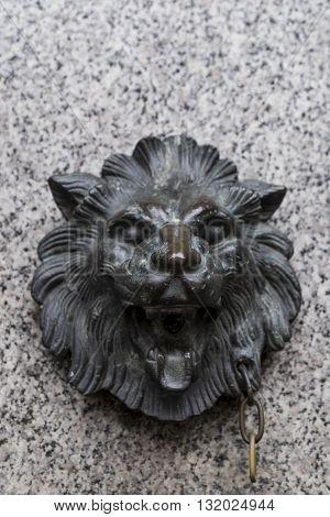 Small decorative statute of lion's head in brass