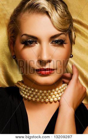 Retrato retro hermosa mujer