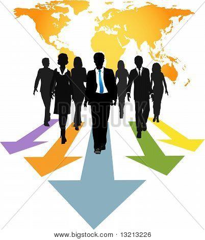Globale Geschäftsleute weiter Fortschritte Pfeile