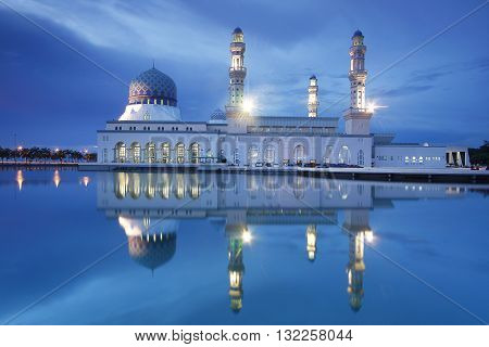 Kota Kinabalu City Mosque surrouinded with pool of water