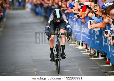 MELBOURNE, AUSTRALIA - FEBRUARY 3: Chris Froome sprints to the finish line on the Prologue stage on the first day of the Jayco Herald Sun Tour 2016