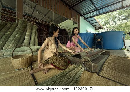 Asia Thailand Girls are Textiles with the papyrus the mat.
