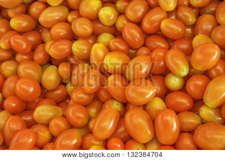 Many small tomatoes to eat fresh food vitamin