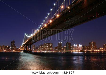 Puente de Manhattan por la noche