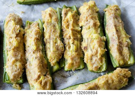 fresh zucchini stuffed with a filling of tuna and crumb cream
