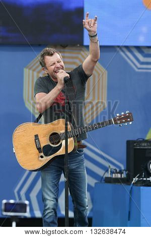 NEW YORK-JUNE 26: Singer Dierks Bentley performs onstage at ABC's Good Morning America Summer Concert Series at Rumsey Playfield on June 26, 2015 in New York City.