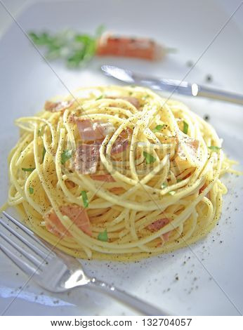 BEAUTIFUL DELICIOUS GOURMET SPAGHETTI CARBONARA DISH , VERTICAL IMAGE