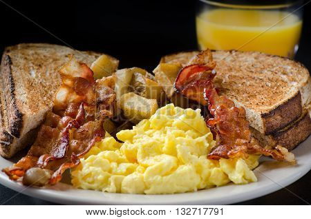 Traditional American breakfast, eggs, bacon and toast.