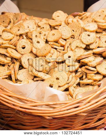 Fresh baked bagel chips in wicker basket on stall at the bazaar