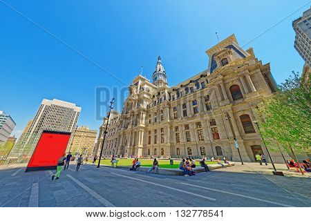 Philadelphia City Hall With Many Tourists On The Penn Square