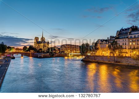 Notre Dame and the Ile de la Cite in Paris at dawn