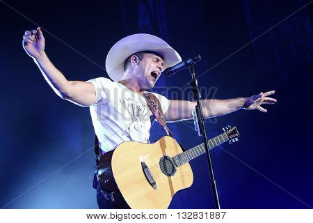 HUNTINGTON, NY-DEC 11: Country music artist Dustin Lynch performs onstage during the
