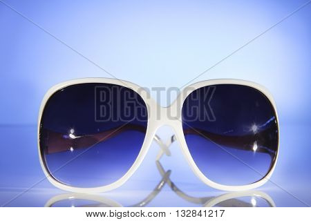 LOW ANGLE , FRONT VIEW , MODERN SUNGLASSES , BLUE LIGHT