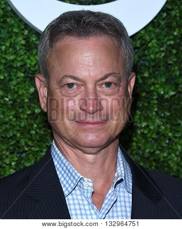 LOS ANGELES - JUN 02:  Gary Sinise arrives to the 2016 CBS Summer Soiree  on June 02, 2016 in Hollywood, CA.