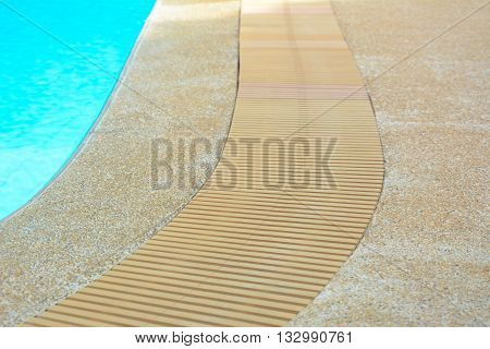 Curved drain grates at the edge of swimming pool
