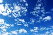 picture of clouds sky  - clouds in the sky drifting away in a light breeze - JPG