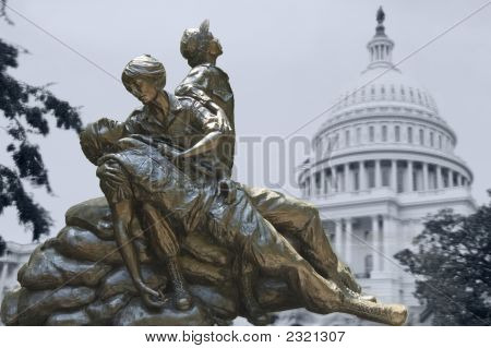 Memorial Statues To Vietnam War Women Nurse 2
