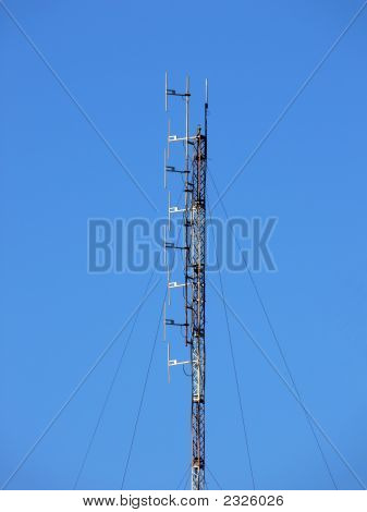 Combined Tv/Fm And Gsm Cellular Network Antenna