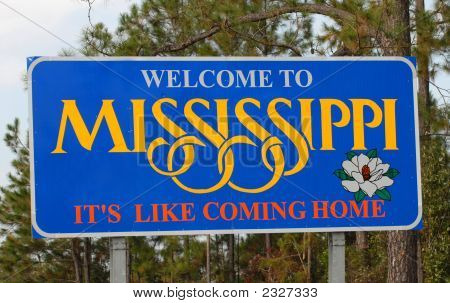 Mississippi Wecoming Sign Along A Highway