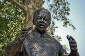 foto of nelson mandela  - Portrait of a Nelson Mandela Sculpture placed in London - JPG