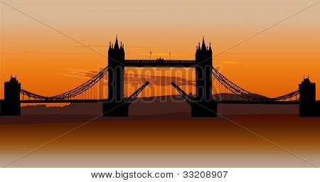 London Tower Bridge com céu pôr do sol laranja, Londres, Reino Unido.