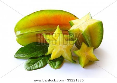 Karambola (Star Frucht) mit Scheiben und Leaves isolated on a white background