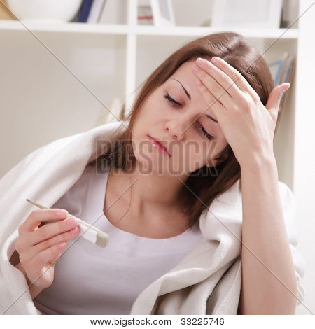 Sie leidet unter eine Erkältung