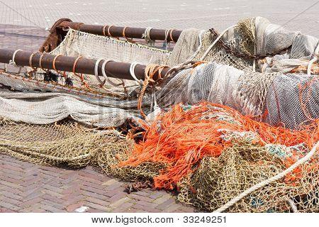 Viga de arrastre y las redes de un cortador de pesca