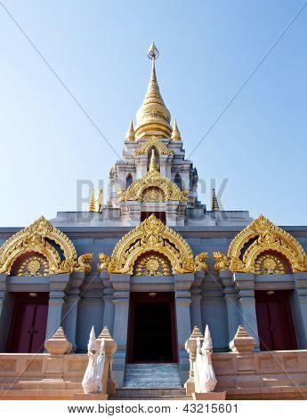 Thai zeitgenössische Pagode, Srinakarinthara-Mahasandhikiri-Pagode auf dem Mae Salong Hill, Chiang Rai, Thai