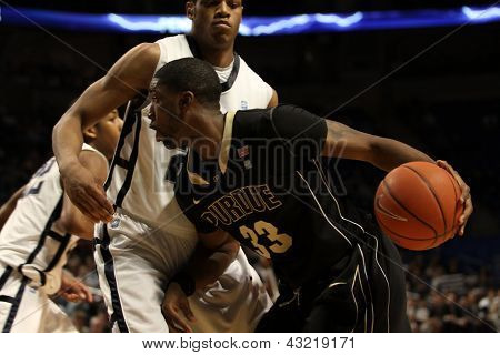 Purdue's #33 E'Twaun Moore drives
