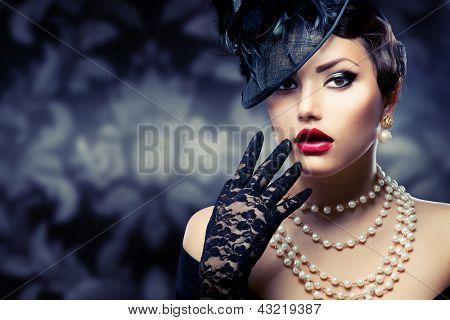 Retro Woman Portrait. Vintage Style Girl Wearing Old fashioned Hat and Gloves, retro Hairstyle and Make-up